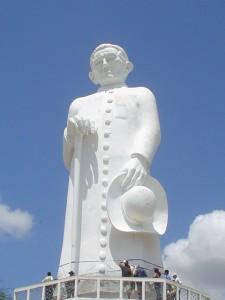 Estátua de Padre Cícero, um dos pontos principais do turismo movido pela fé