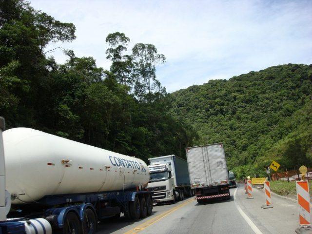 De olho nas estradas: Trânsito de caminhões na Serra do Cafezal