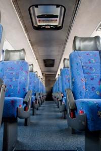 Cinto de segurança é obrigatório. Veja os cuidados que você deve ter nos ônibus de viagens.