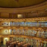 A bela arquitetura interna do teatro que virou livraria em Buenos Aires