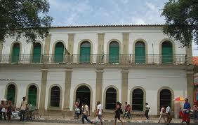Fachada do casarão onde se localiza o Museu Piauí (Foto: turismoteresina.com)
