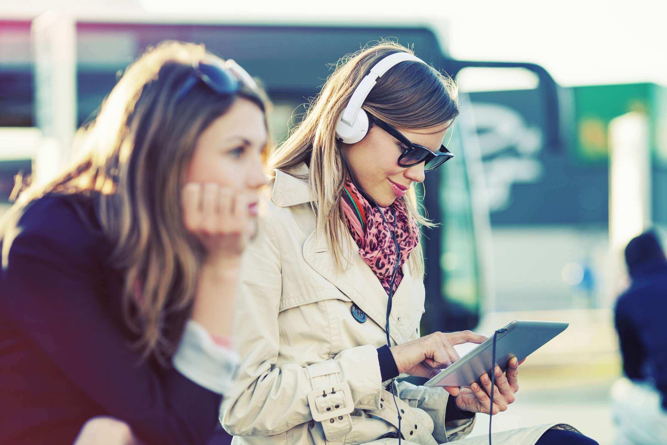 Você monta a sua playlist e divirta-se viajando.