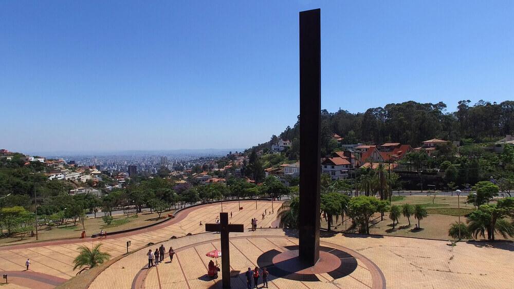 Visite a incrível e santa Praça do Papa.
