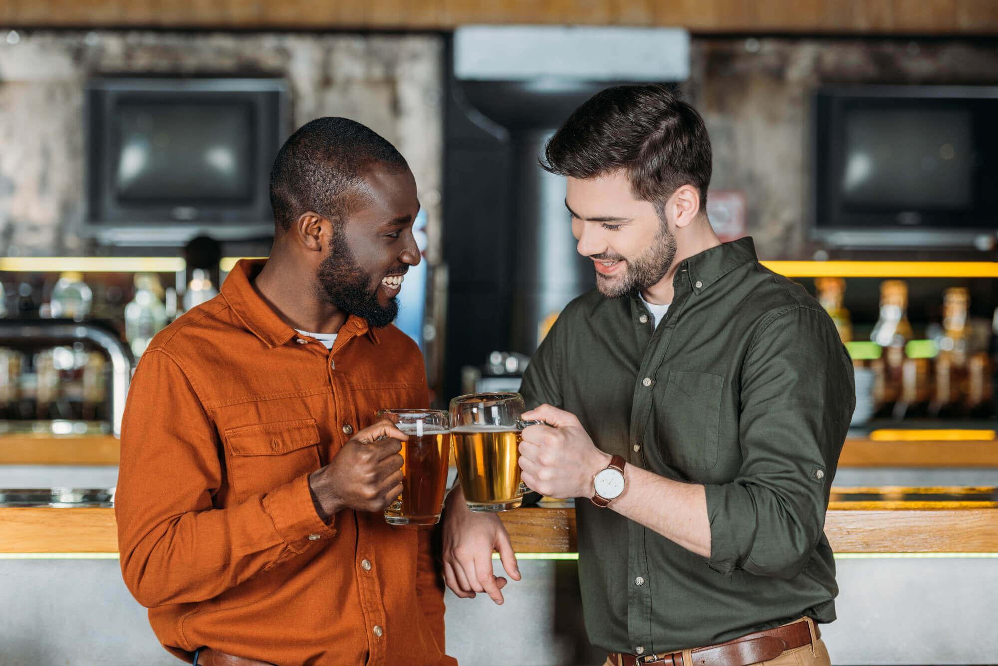 Ir ao bar é bom, mas com a companhia dos amigos é melhor ainda.