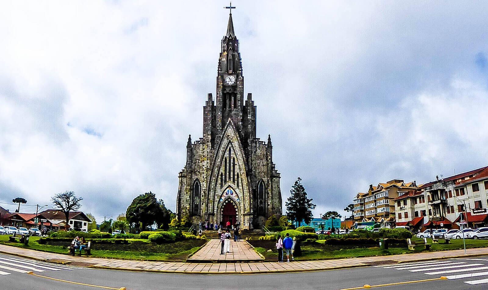 A bela Catedral de Pedra com um estilo Gótico.