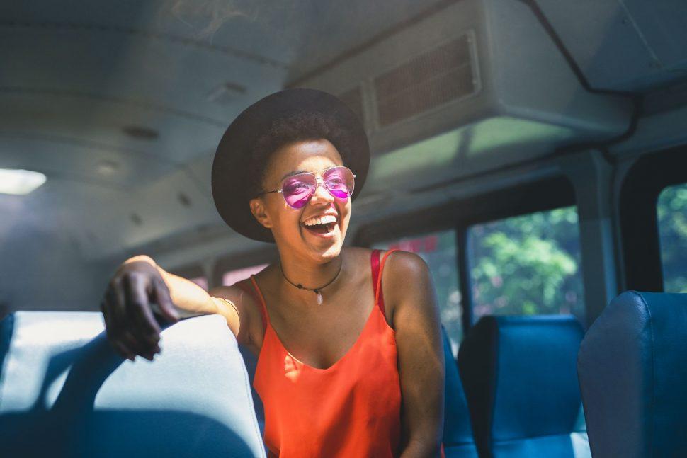 Look para viajar de ônibus: saiba quais roupas usar